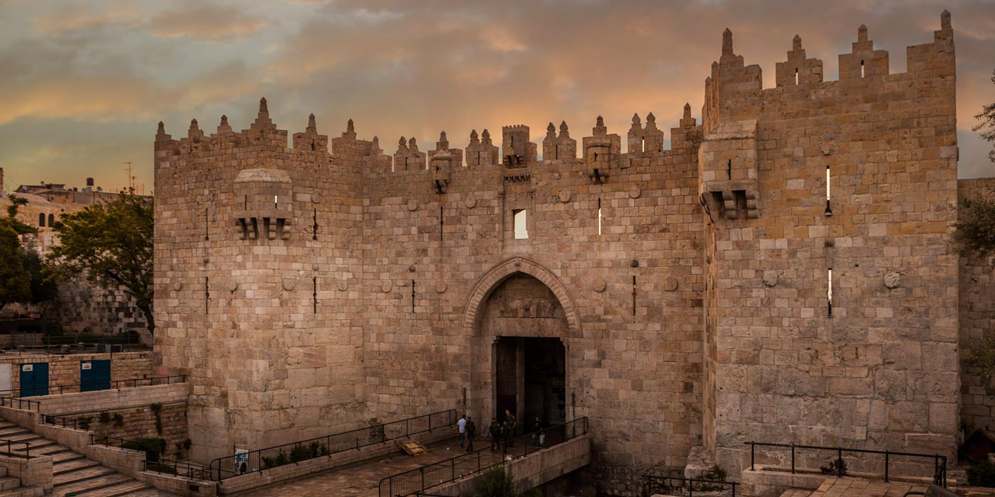 Jerusalems Damascus gate into the Old City at sunset